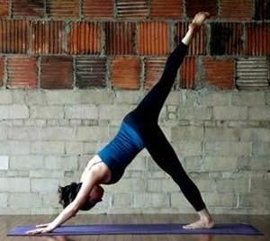 помогает ли йога для похудения - поза собаки мордой вниз - вариант