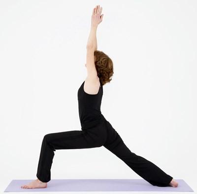 похудение с помощью йоги - поза воина 1