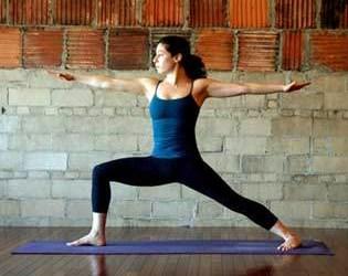 чем полезна йога для похудения - поза воина 2