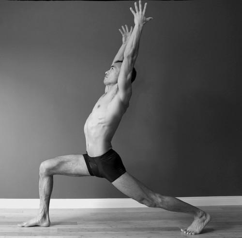 поза воина йога